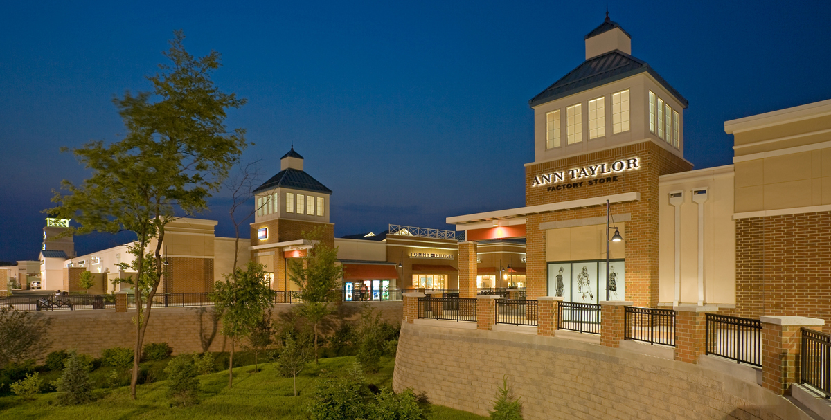 Score even more savings this weekend at the annual Labor Day Sidewalk Sale at the Philadelphia Premium Outlets.