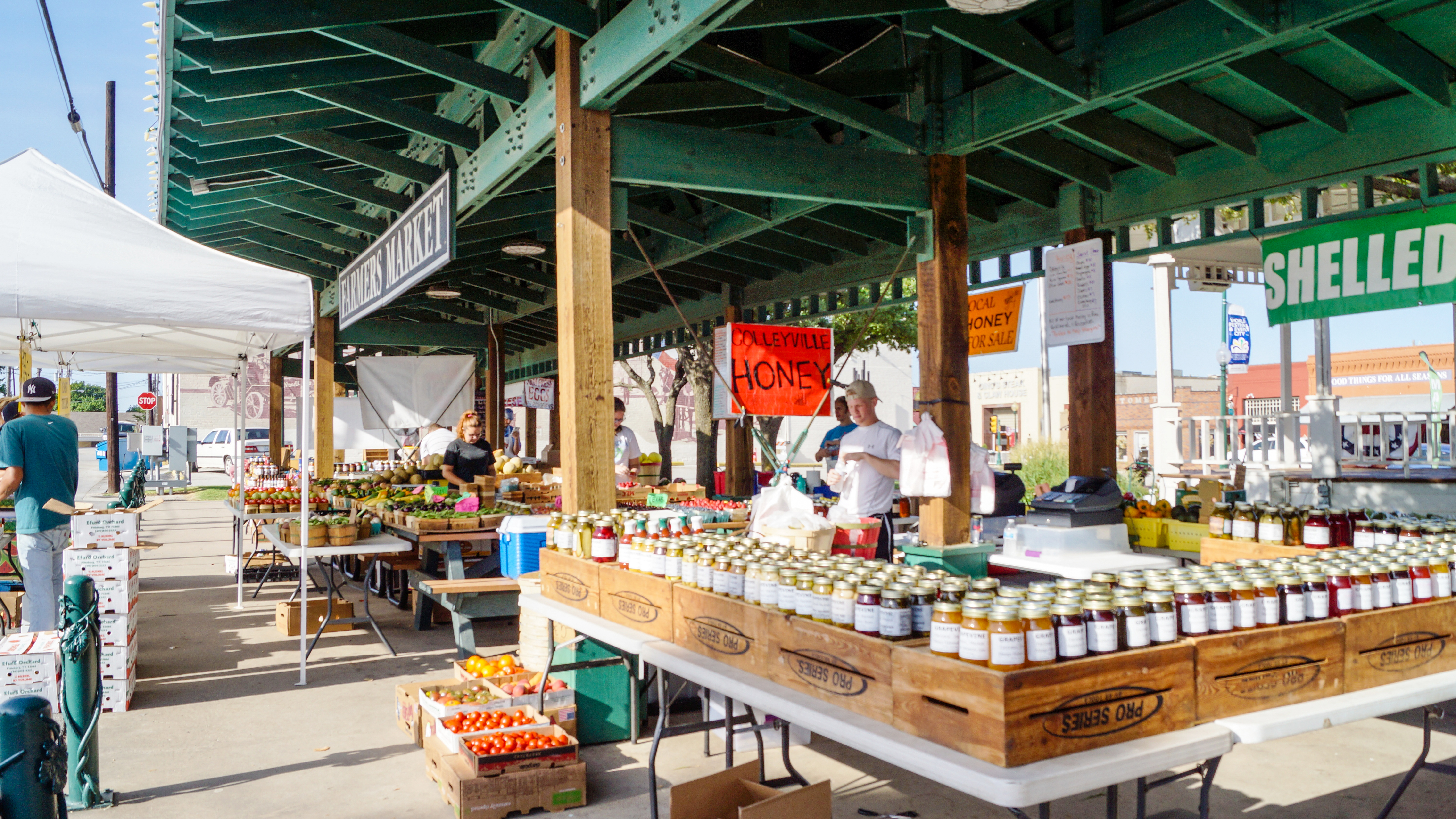 Grapevine's Outdoor Farmers Market