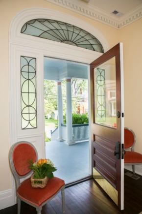 Frederick_Inn_Front_Door.jpg