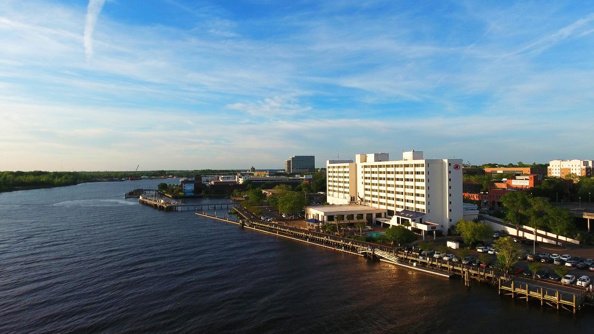 Hilton Riverside & Skyline