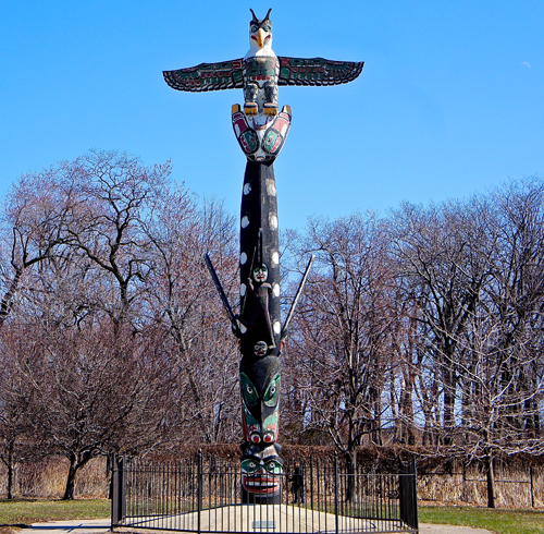 Totem Pole Lakeview