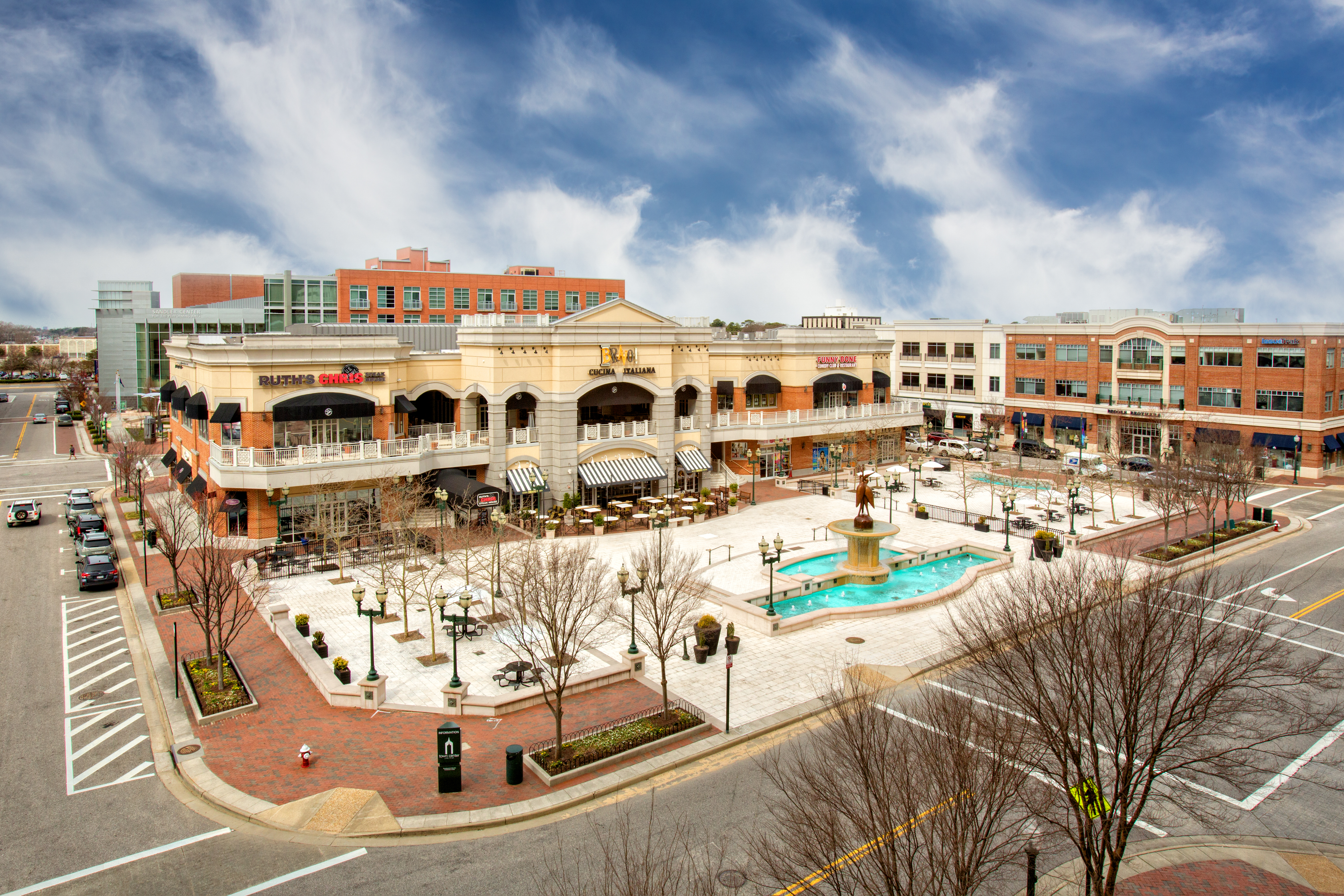 visit virginia beach va find hotels restaurants things to do - Christmas Mouse Virginia Beach