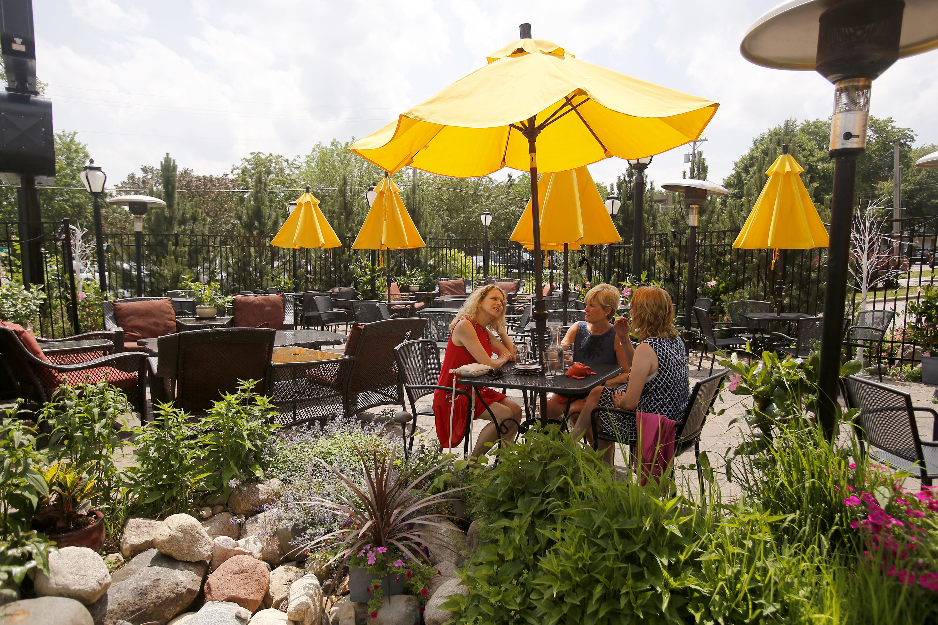 Outdoor Dining Rochester MN | Restaurants With Outdoor Seating