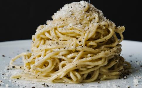 CACIO E PEPE tagliolini, black pepper, pecorino, parmigiano-resized