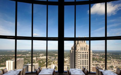 Sun Dial Restaurant, Bar and View 5