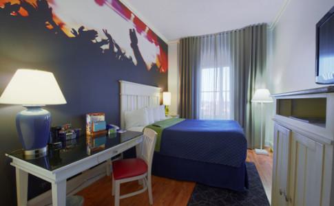 Queen Guest Room.jpg