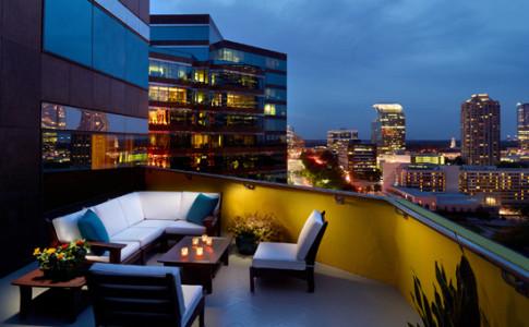 TerraceSuitePatioAtDusk 550x367.jpg