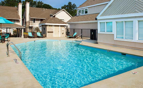 Relax and refresh with a dip in our outdoor pool at Residence Inn Atlanta Buckhead.