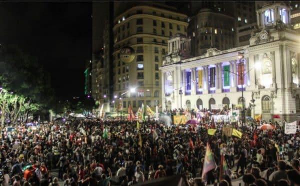 Trabalhadores vão às ruas contra as reformas que retiram direitos