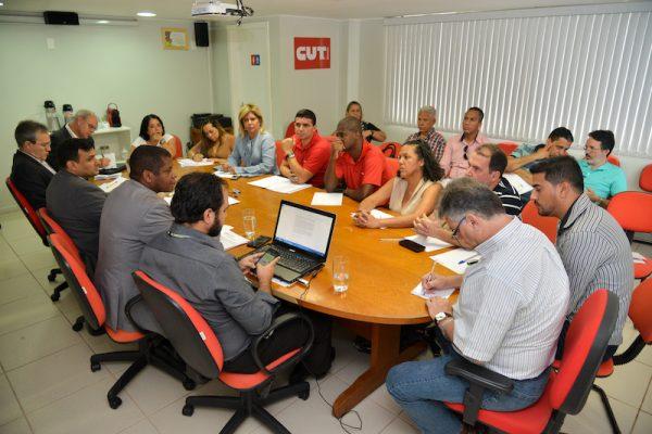 Trabalhadores ajuizarão ação para Cobra cumprir Cláusula 49ª