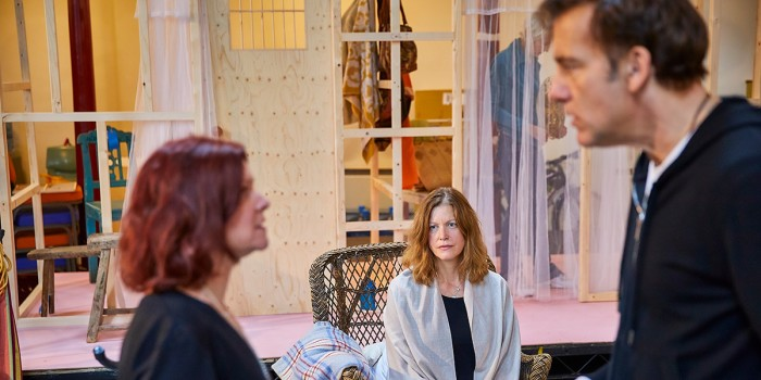 Anna Gunn, Finty Williams and Clive Owen in rehearsal for The Night Of The Iguana (Photo: Brinkhoff/Moegenburg)