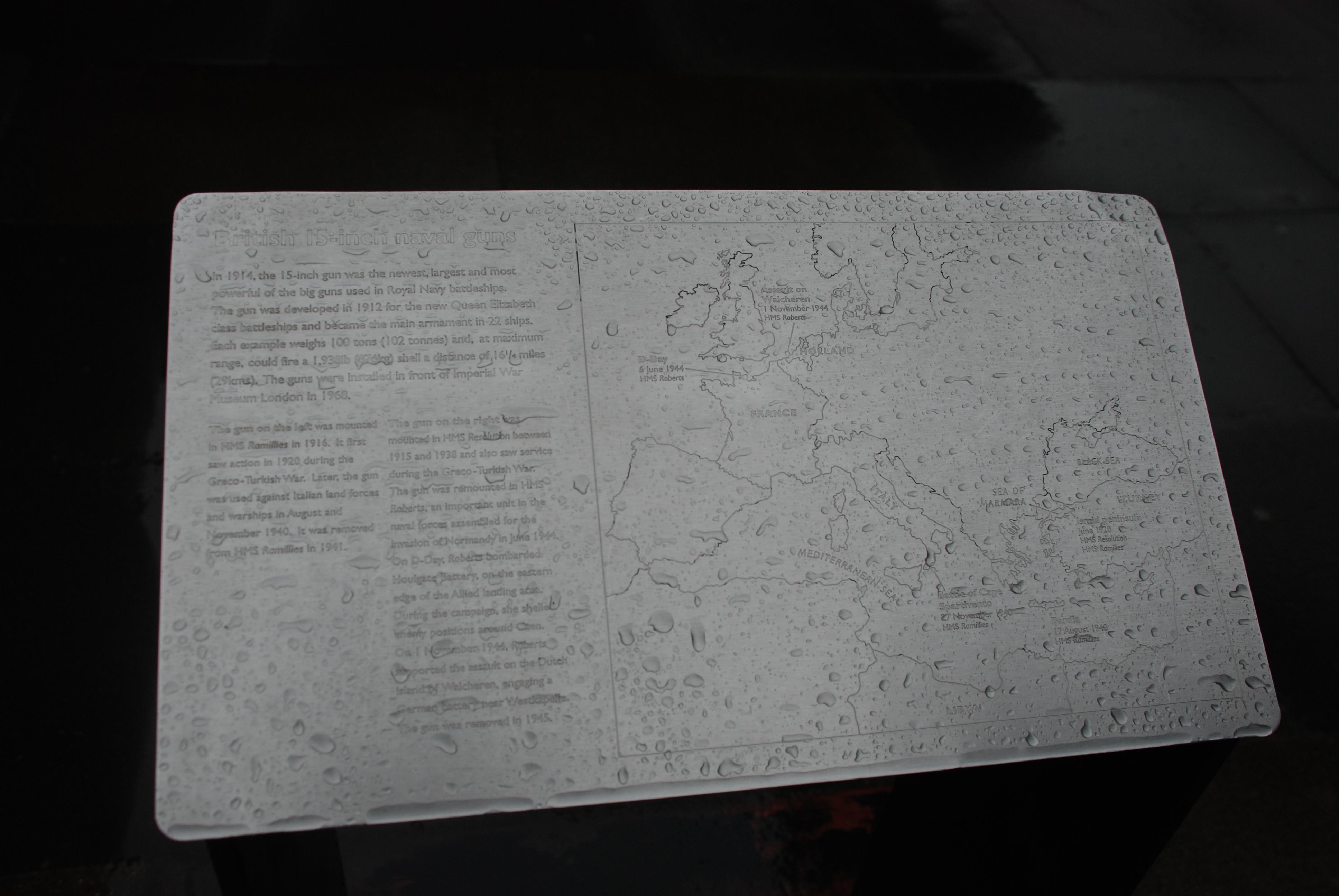 La plaque du pow-pow que lis Jean-Luc sur la dernière photo