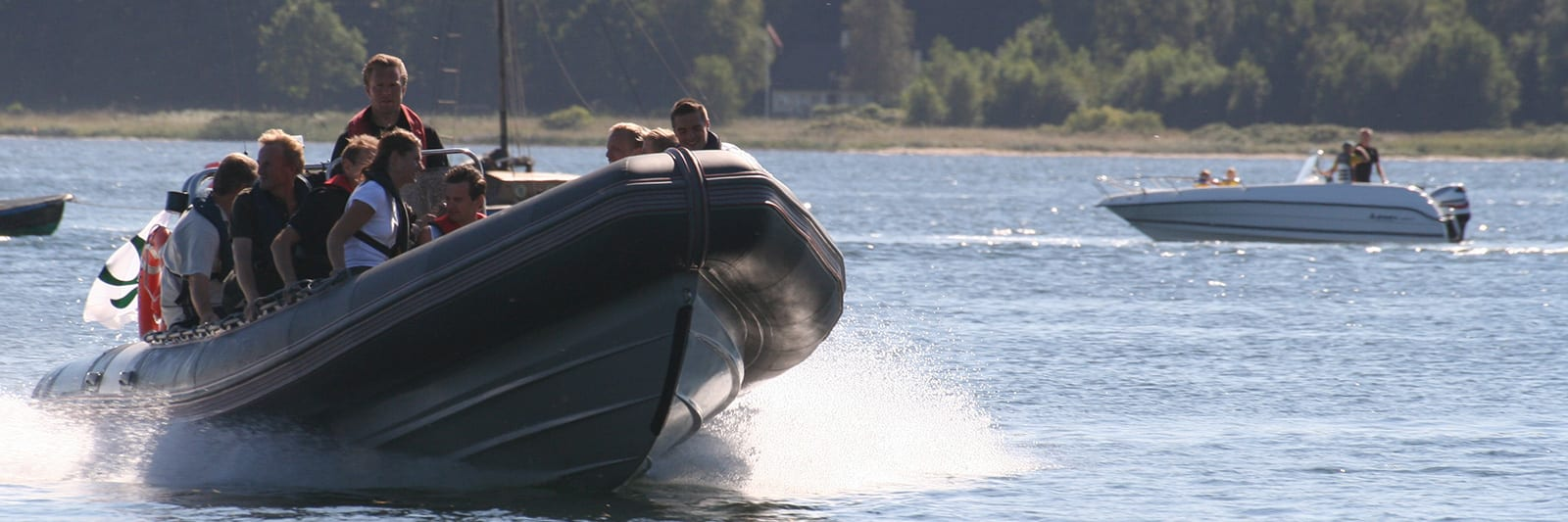 RIB – hurtigtgående stor gummibåd på fjorden