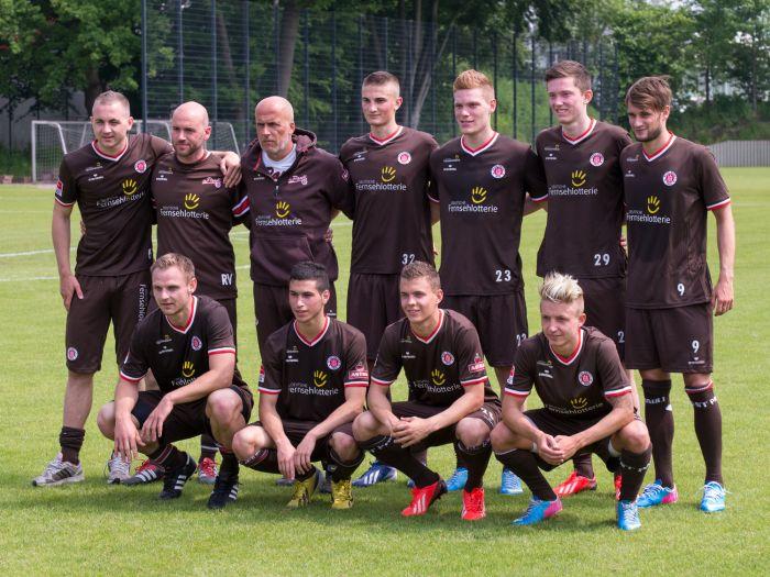 Mannschaftsfoto FC St. Pauli 2013/2014 - Trainingsauftakt