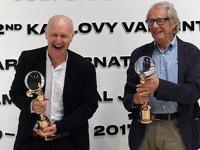 """Ken Loach a Paul Laverty převzali ceny MFF Karlovy Vary """"Křišťálové glóby"""""""