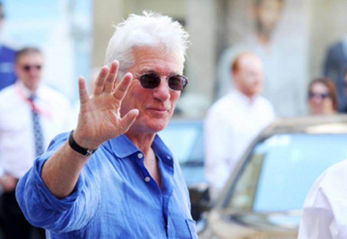 Americký herec Richard Gere dorazil do Karlových Varů