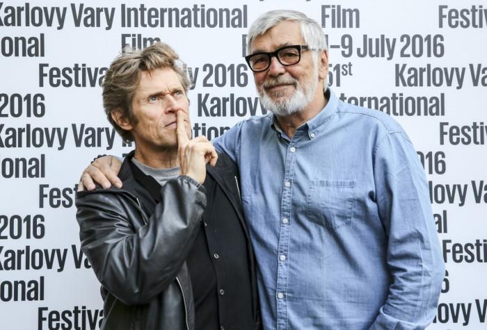 Americký herec Willem Dafoe dorazil do Karlových Varů