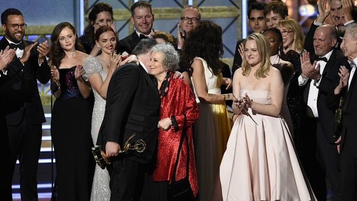 Ceny Emmy získaly seriály Viceprezidentka a Příběh služebnice