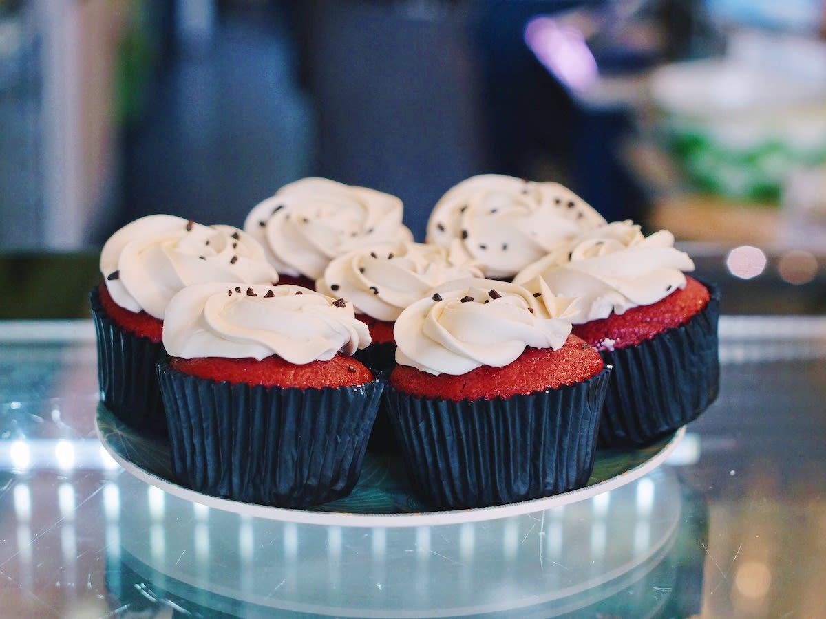 Vegan red velvet cupcakes look delicious at Amsterdam bakery Vegabond