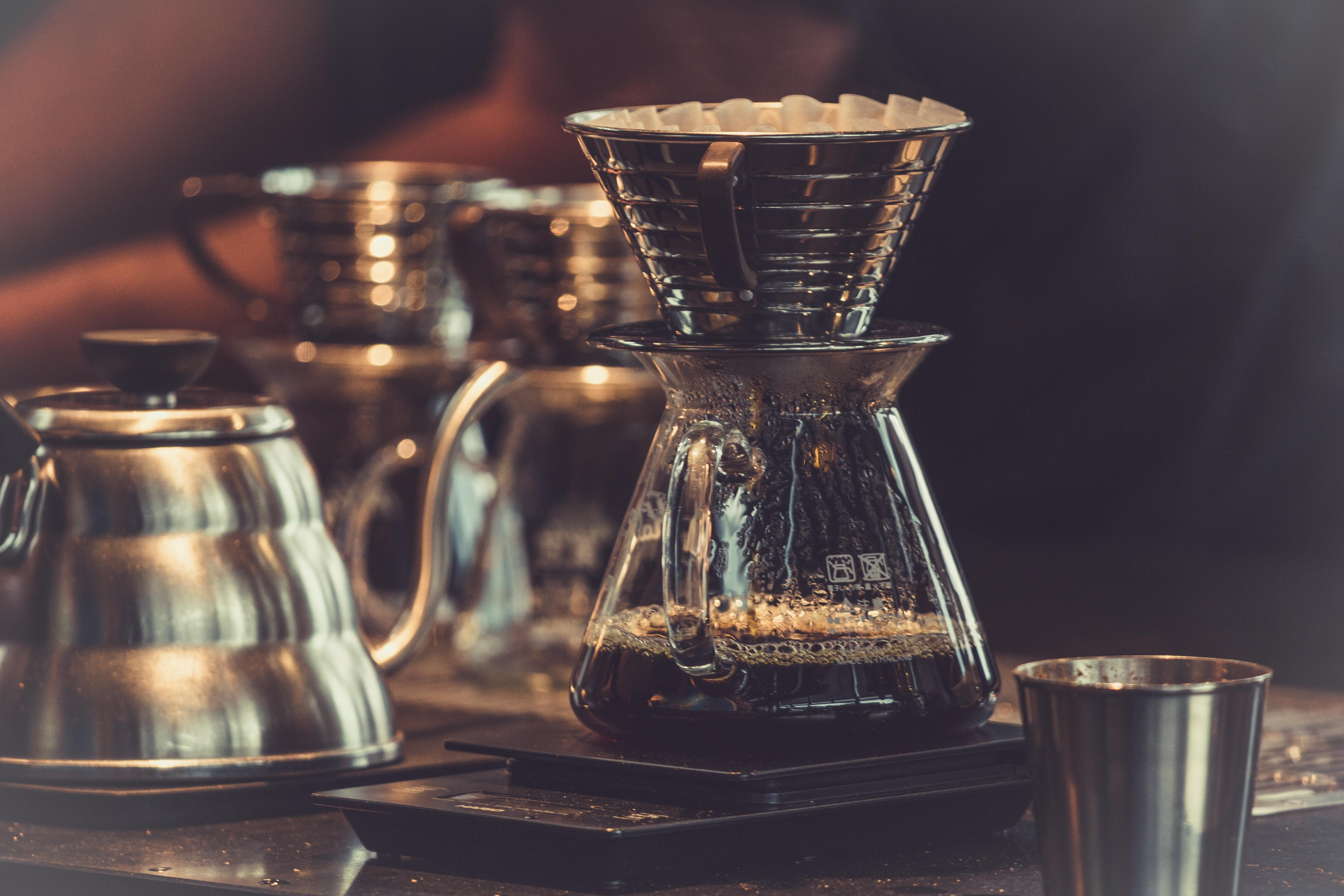 Filterkaffee der am kochen ist.