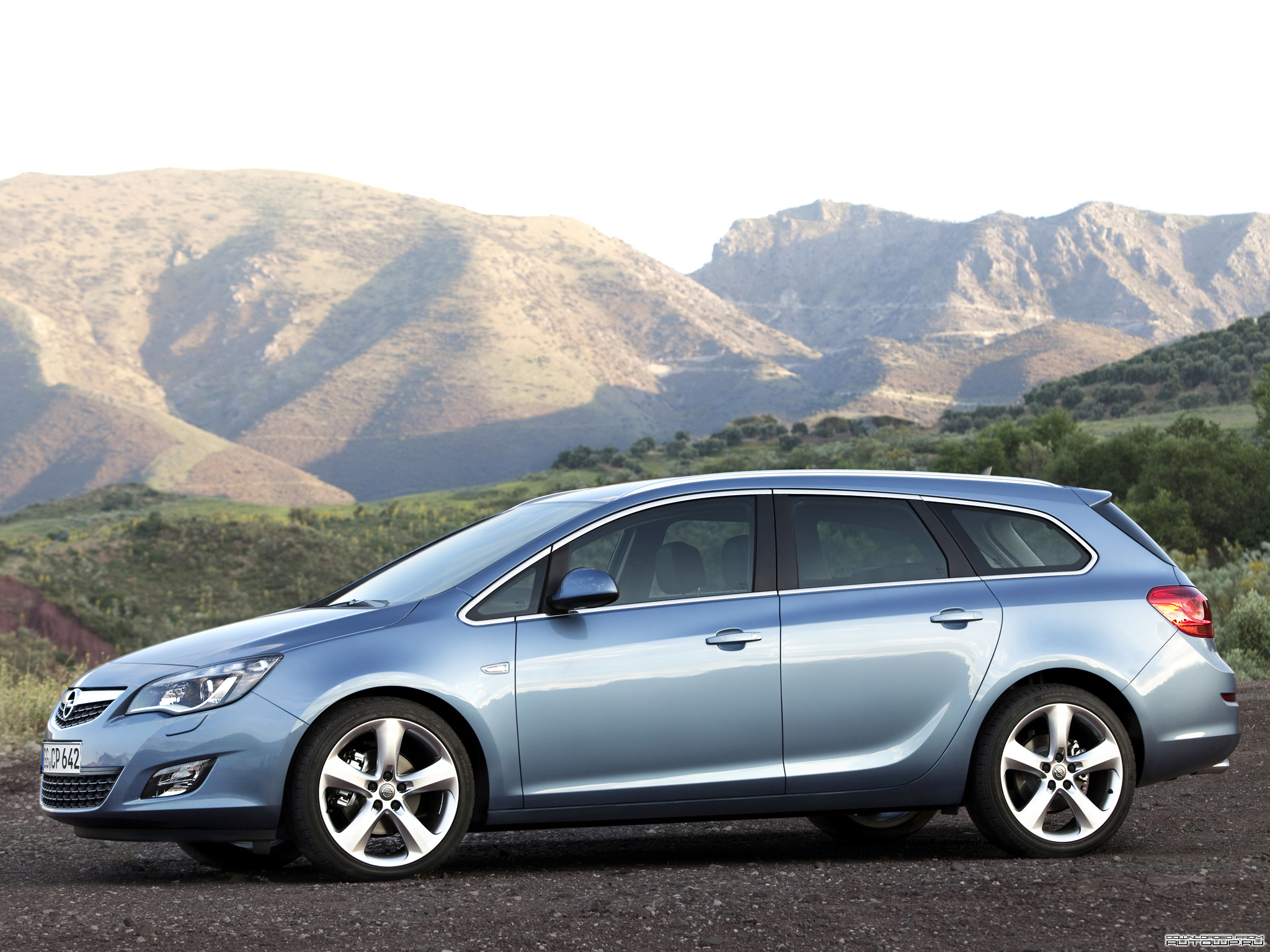 2010 Opel Astra Sports Tourer photo - 3