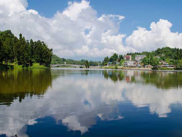 Visit The Sumendu lake in Mirik
