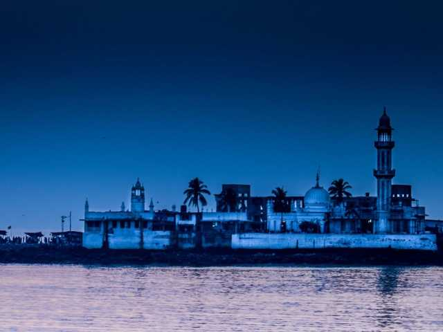 Haji Ali Dargah at travel d'globe