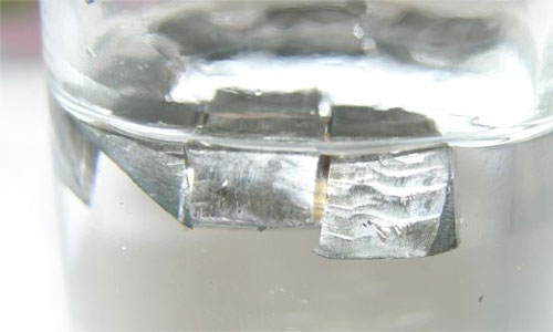 Lithium in mineral oil