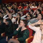 קהל משתתף בהופעתו של רועי זלצמן