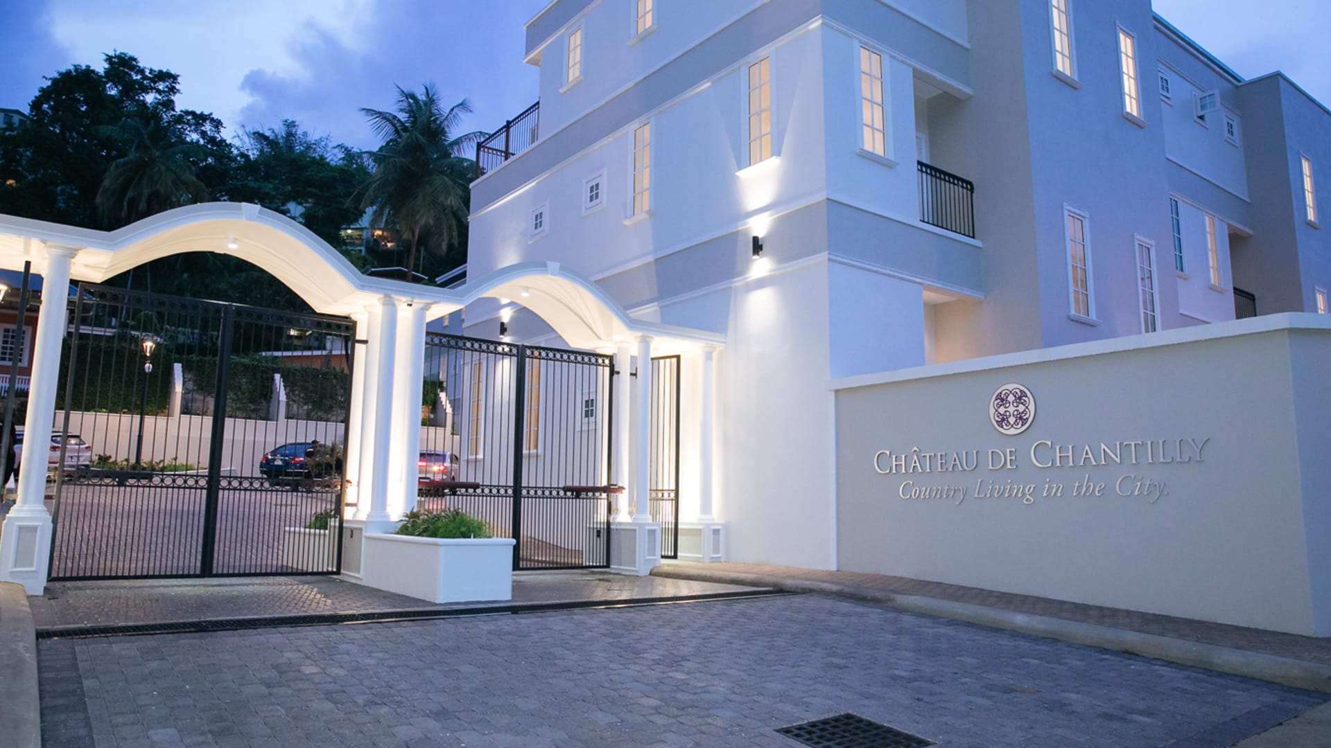 Chateau de chantilly townhouse trinidad luxury homes for Trini homes