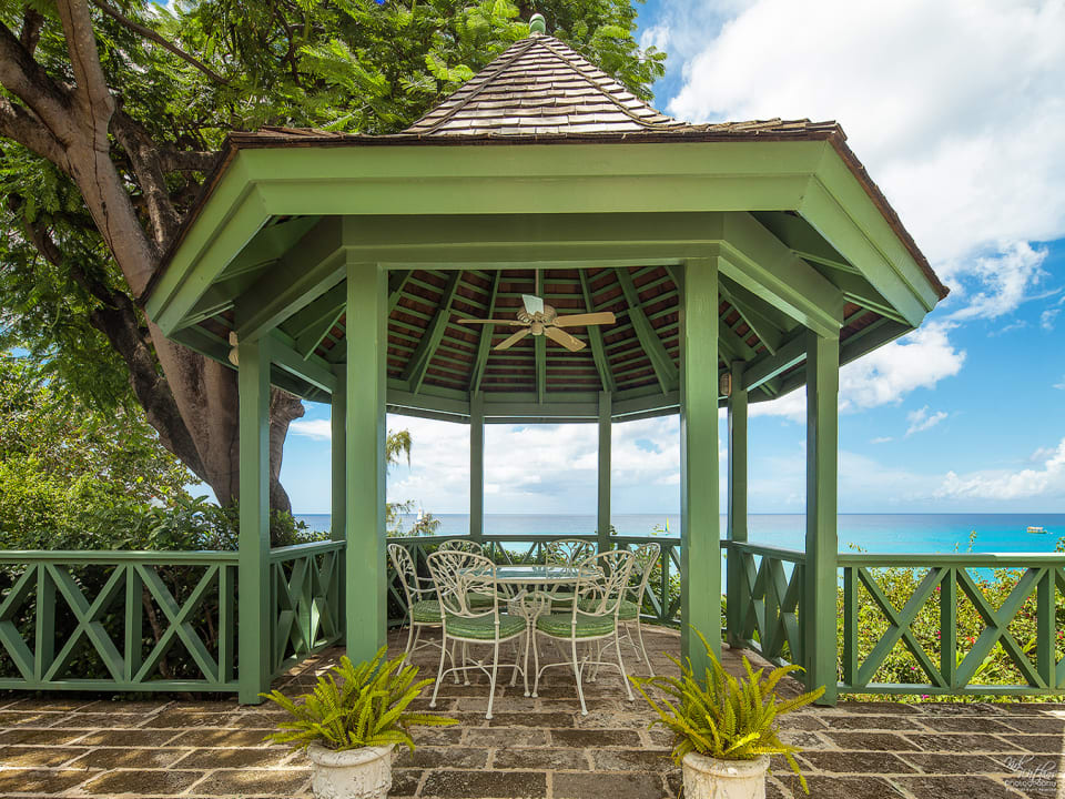 Gazebo with wonderful beach and sea views