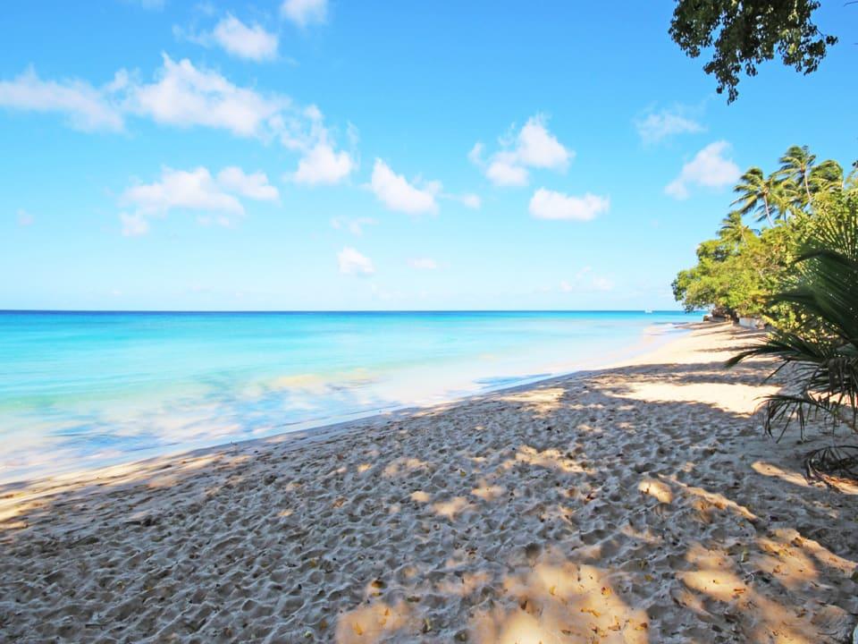 Gibbs Beach which is a 5 min walk from Gibbs Lodge