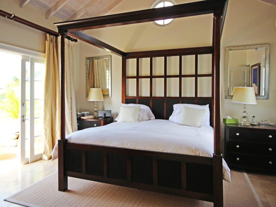 Maste bedroom with balcony