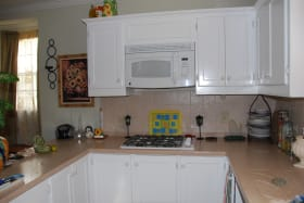 Kitchen - Lots of Cupboard Space