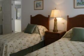 2nd en-suite bedroom - twin beds