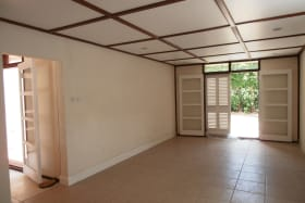 BRIGHT AIRY LIVING/DINING ROOM
