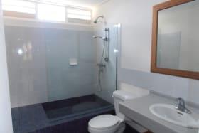 MASTER BATHROOM - CLEAN LINES