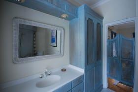 2nd bedroom ensuite bathroom