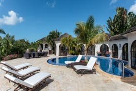 Large pool deck facing the ocean