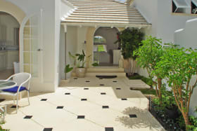 Charming courtyard entrance to Cassia Heights 9