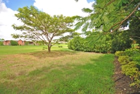 Land lot with homes already build on boundaries