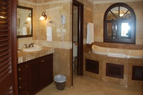 Bathroom with high quality finishes