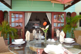 White Sands F3 - casual dining on balcony
