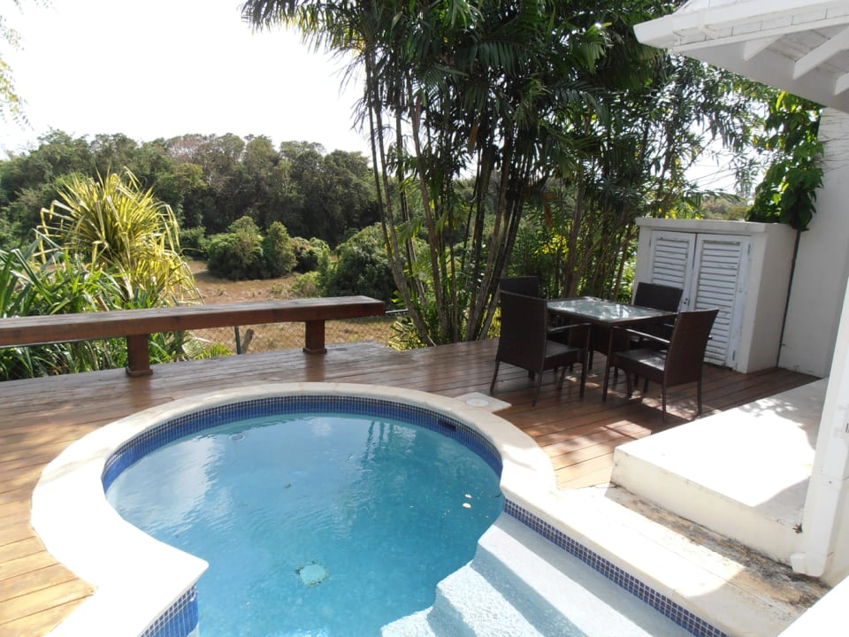 Pool and dining area on deck