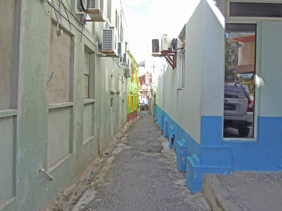 alley to the south
