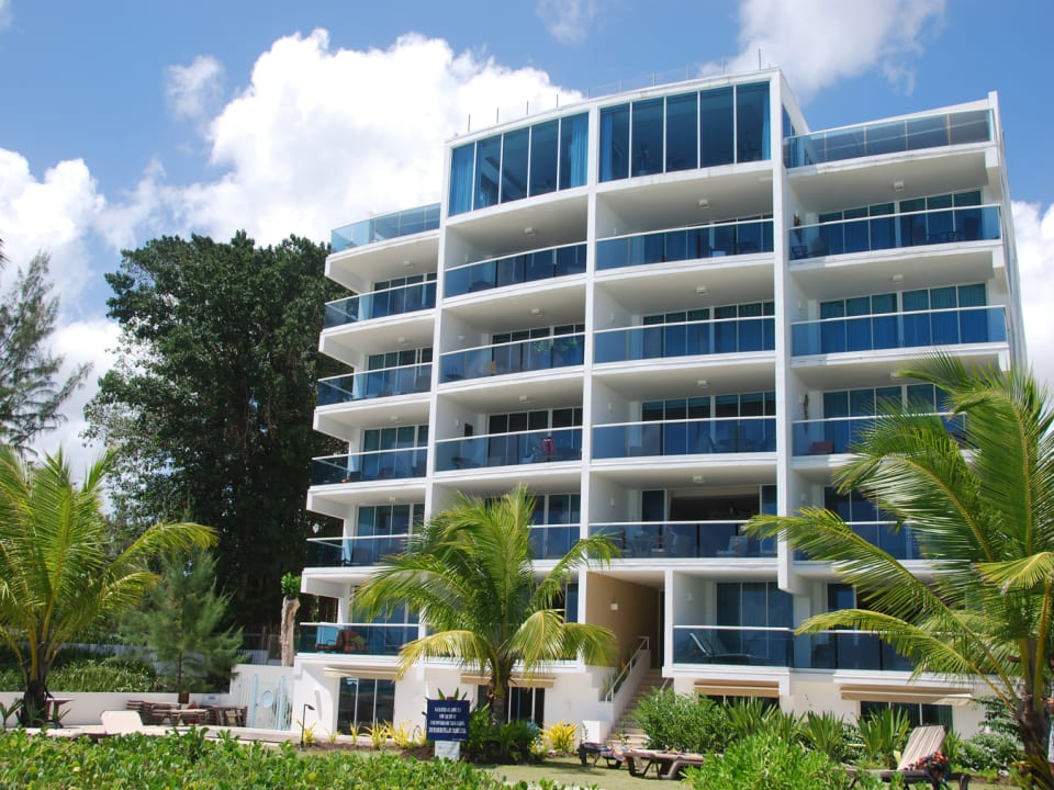 FRONT OF BUILDING FACING THE BEACH