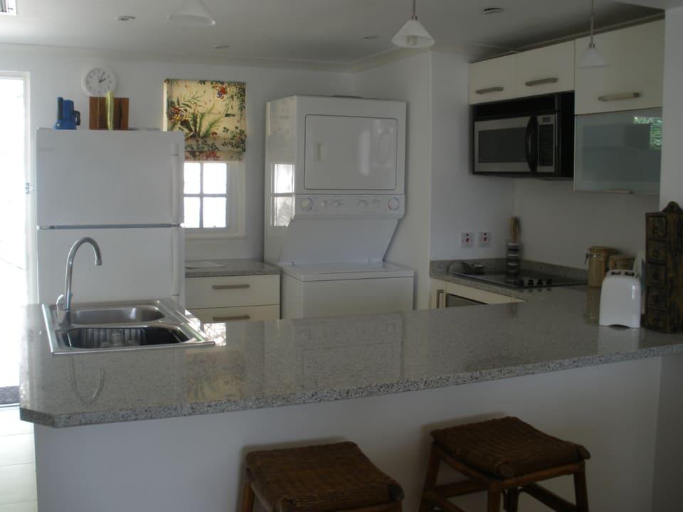 Modern kitchen - Granite tops