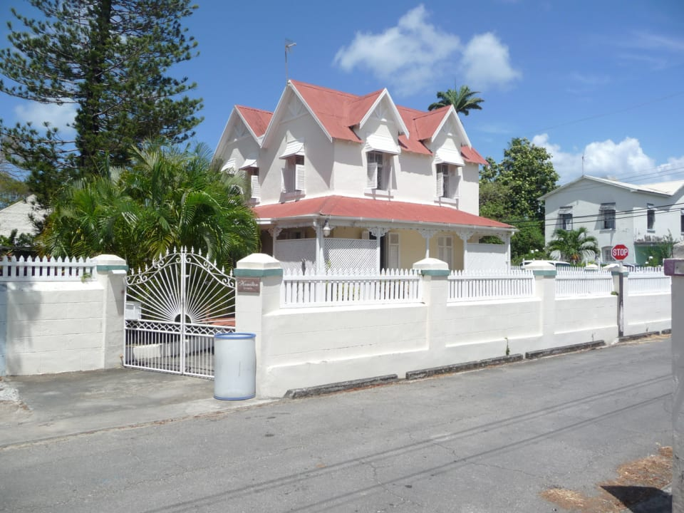 VIEW OF PROPERTY FROM ACROSS THE ROAD