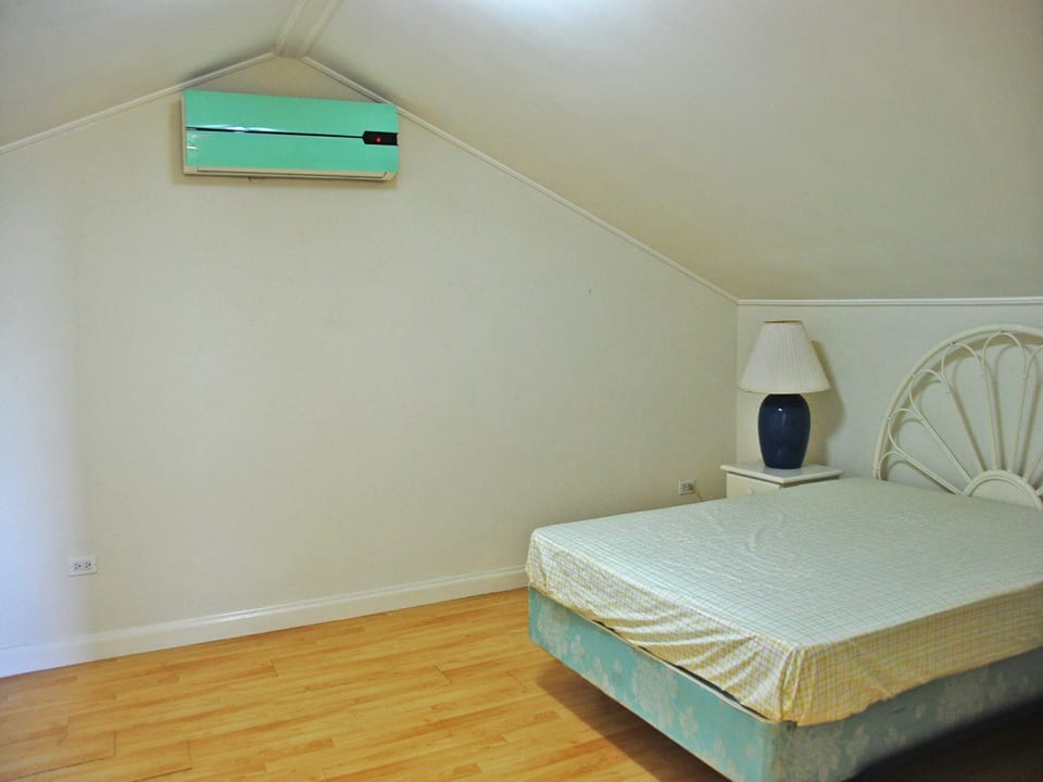 Upper loft area - Third bedroom