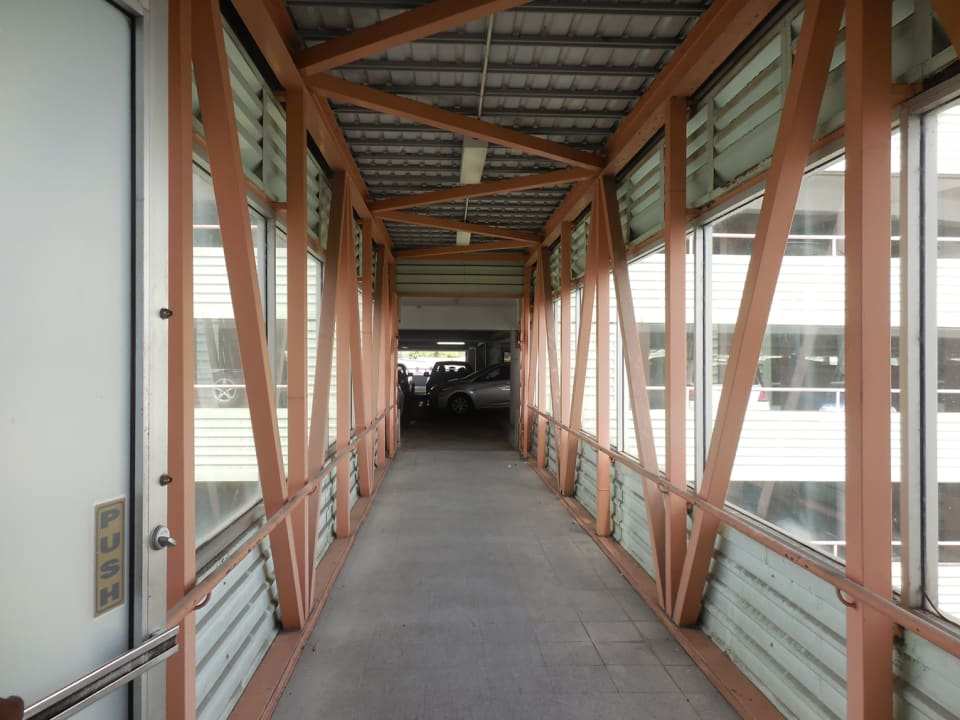 Connecting bridge to City Centre carpark
